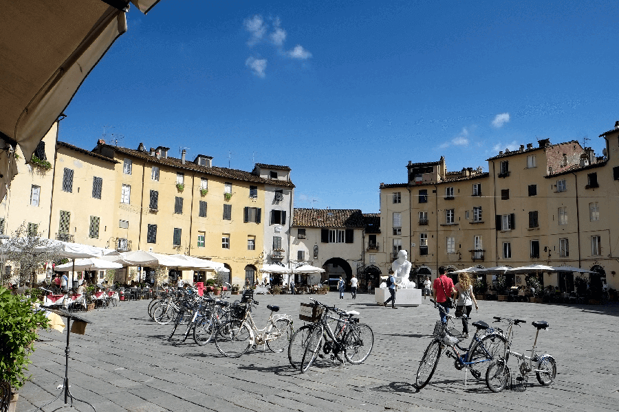 Piazza dell' Anfiteatro - Amphitheatre in Lucca -Fully Guided Private Tour