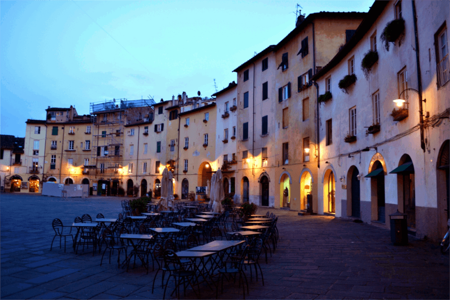 Piazza dell' Anfiteatro – Amphitheatre in Lucca at dusk
