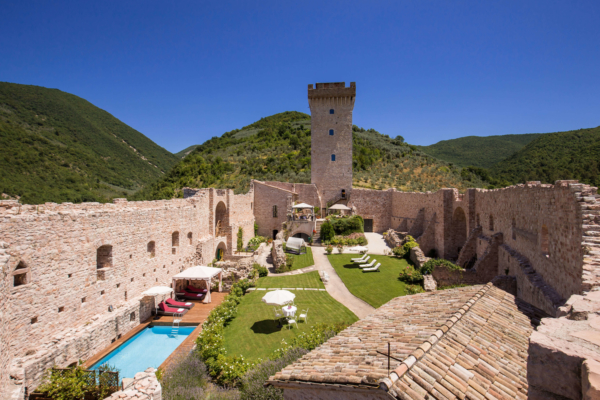 Alfresco Dining in Castle Umbria Tuscany
