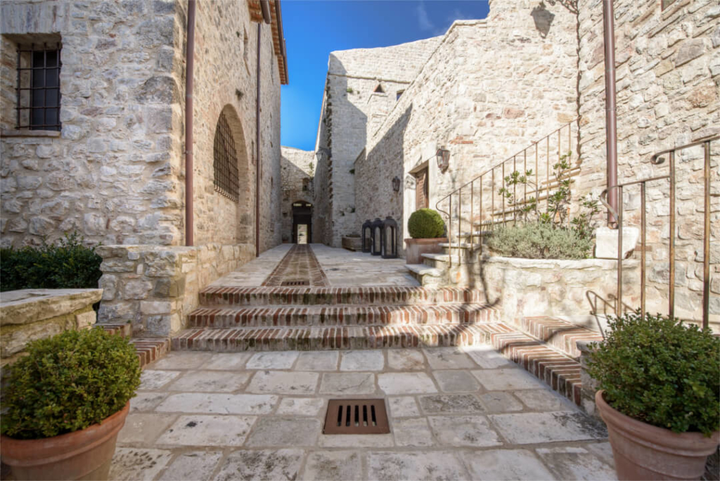 Entrance-View-Luxury-Villa-Castle-Umbria-Allure-Of-Tuscany