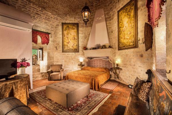 The Castel-Villa Bedroom-03-Allure-Of-Tuscany