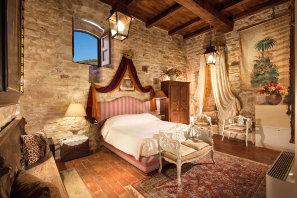The Castel-Villa Bedroom-04-Allure-Of-Tuscany