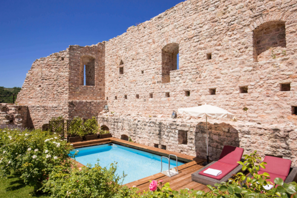 The Castle-Swimming Pool-02-Allure-Of-Tuscany
