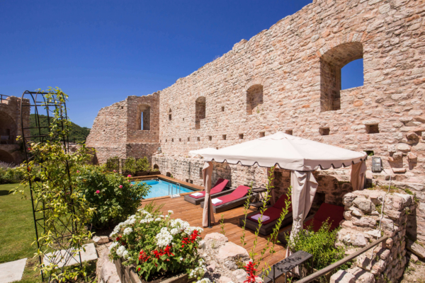 The Castle-Swimming Pool_01-Allure-Of-Tuscany