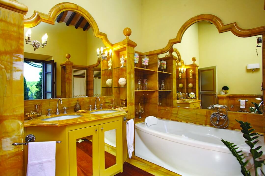 bathroom owner_s quarter-Villa-in-Chianti